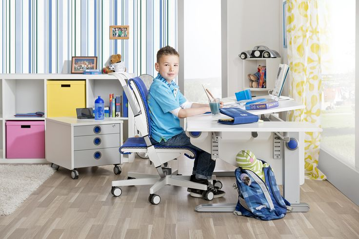moll Winner desk with the Scooter chair
