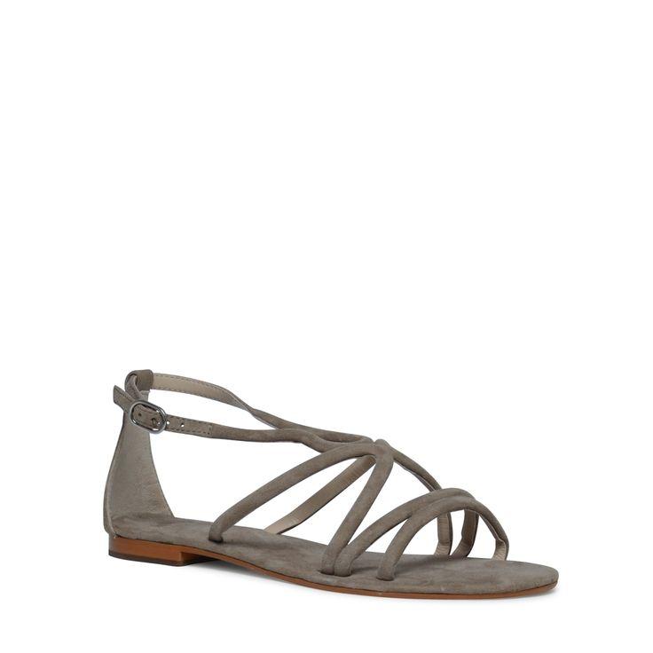 Platte sandalen taupe  Description: Sandalen van het merk Manfield. De sandalen zijn gemaakt van suède. De speelse bandjes geven de sandalen net dat extra?s. Combineer de sandalen onder een zomers jurkje of een opgerolde jeans. De maat valt normaal.  Price: 69.99  Meer informatie  #manfield