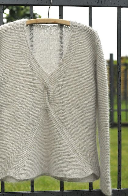 Ravelry: aisteb1973's Nord. I've been eyeballing this pattern for a while now.