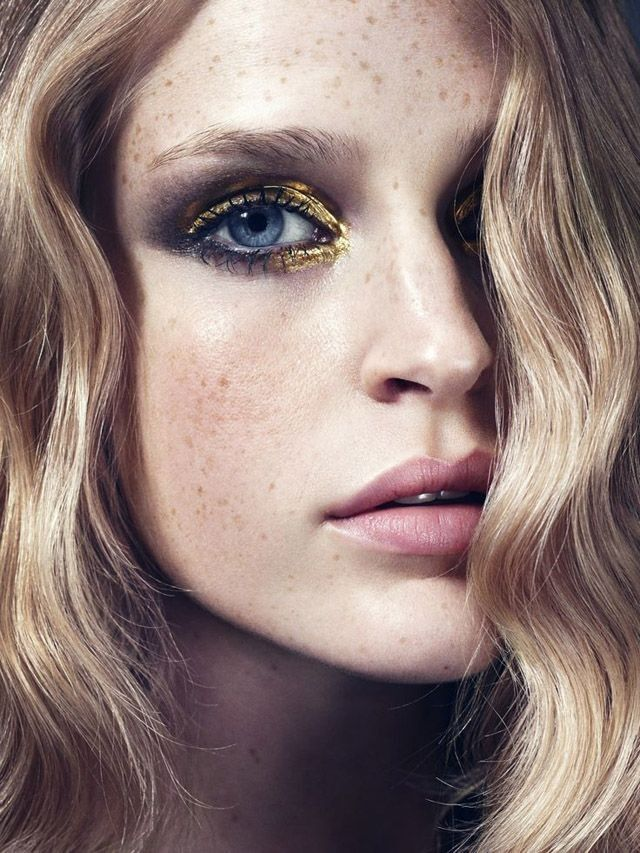 All That Glitters Is Gold blue eyes - golden - black - smoke - pink lips - waves