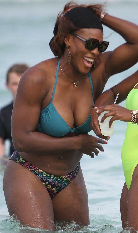 Serena Williams Relaxes In Bikini