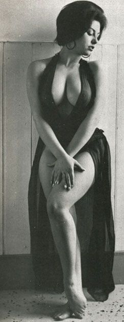"""HOW WOMEN WHERE MEANT TO LOOK...SOFT AND ROUND.....OMG so it's ok to have real boobs and some real curves.....I""""m shocked"""