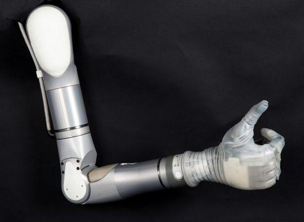 Crea brazo protésico insipirado en Skywalker