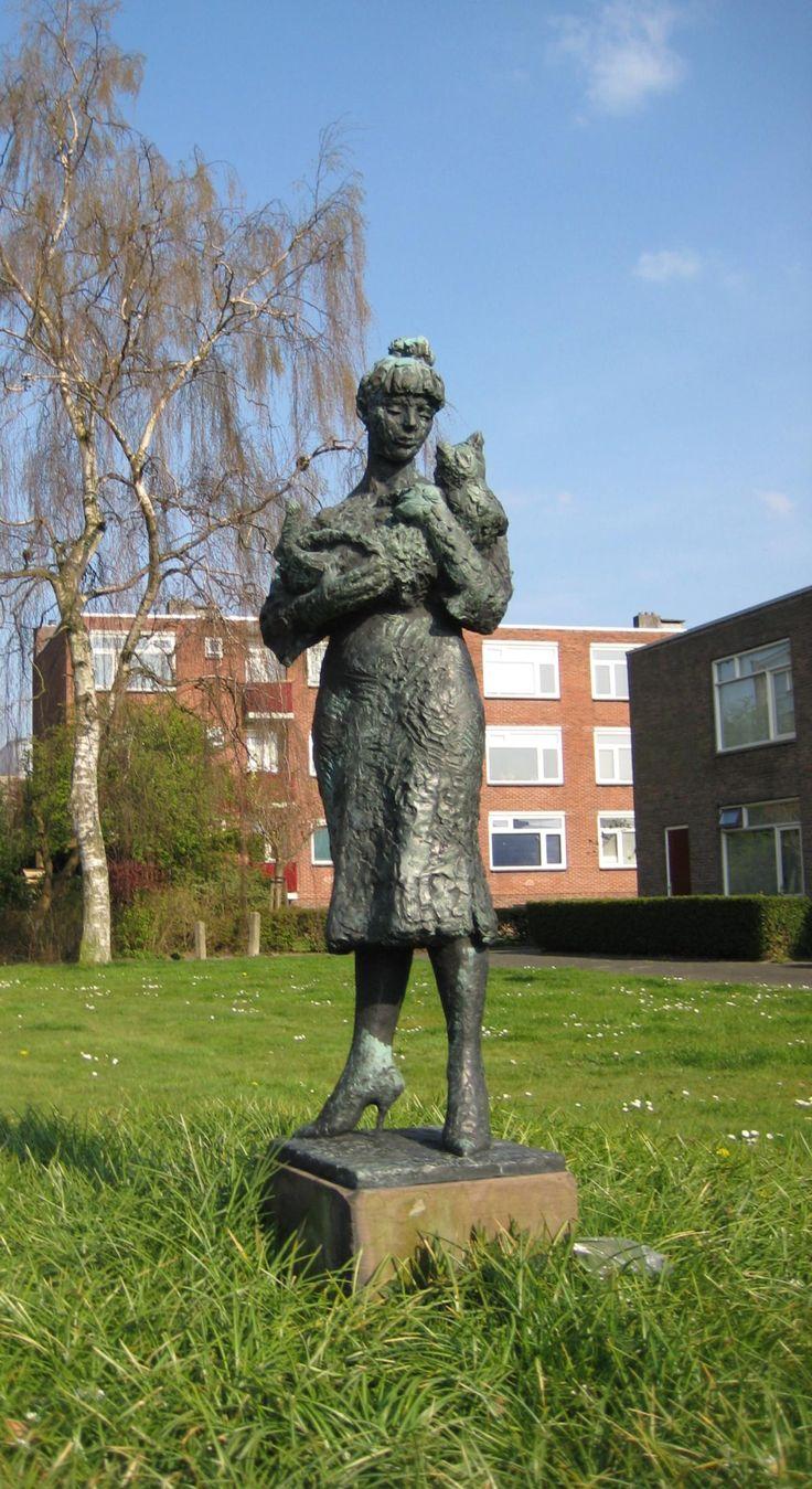 """""""Olga met kat"""" (1956) - Jan Wolkers. Paterswoldseweg, Groningen."""