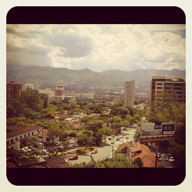 The mountains of Medellin - #medellin #mountains #city #green #montañas #ciudades #instagood #iphonesia #photooftheday #instamood #iphoneonly #ipodonly #instacolombia #instamedellin #followme #likemyposts #megusta  #doubletap #jj #popularpage #instamood #bestoftheday #picoftheday #jj_forum #igerscolombia #igersmedellin - @lilianamoreno_- #webstagram