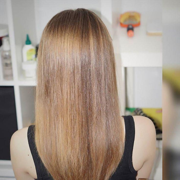 Iza i jej piękne naturalne włosy. Nigdy nie widziały farby  tym razem akcja nawilżająca bo Iza stosuje typowo drogeryjne kosmetyki i w każdym była keratyna. Efekt? Włosy przesuszone i przeproteinowane. Dodatkowo dzięki pielęgnacji przekonałam Izę do podcięcia - na gładkich idealnie wydobył się OGON specjalnie ucięty na zdjęciu  pierwsze blond włosy na moim profilu  #wlosy #włosy #wlosomaniaczki #wlosomania #wlosomaniaczka #dlugiewlosy #hairpassion #haircare #instahair #blond #blondhair…