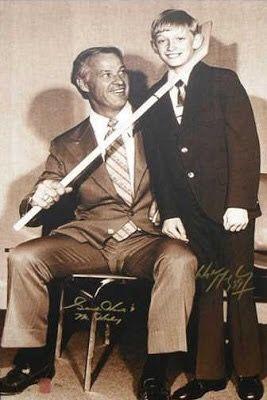 Gordie Howe with Wayne Gretzky