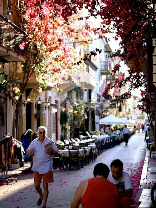 Breakfast in the Morning Tram | prettystuff: ysvoice:| ♕ |  Nafplion morning,...