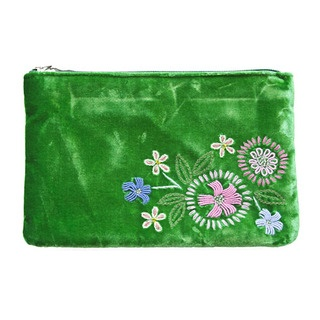 The hand embroidered detail on this velvet Clutch Purse is so exquisite we are sure that it will become a favourite piece in your wardrobe.