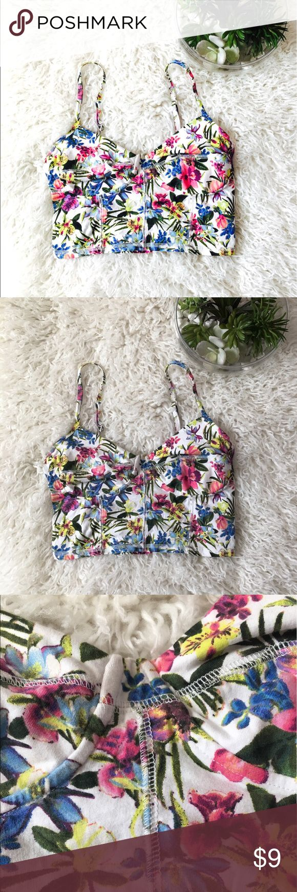 Garage Floral Bandeau Top Super cute and perfect for the summer Garage Intimates & Sleepwear Bandeaus