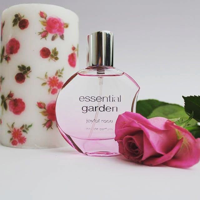 Neues Lieblingsparfum  So frisch und rosig  #beauty #parfum #duft #smell #smellsgood #candle #rose #rosesofinstagram #roses #beautiful #beautyblogger #beautycare #rosa #lovely #joyful #instagood #instaflower #pictureoftheday ##essential #pink #pinkroses #blogger #germanblogger #bloggerdeutschland #bloggerlife #fashionblogger