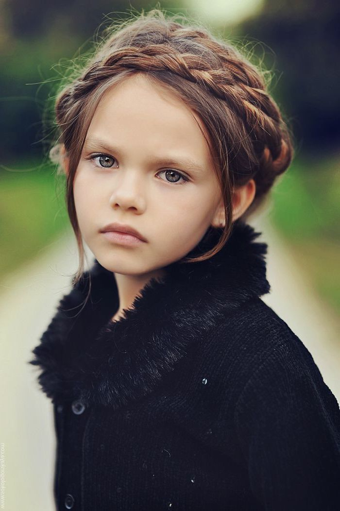 Black Sweater Braid Hairstyles For Kids Brown Hair Braids Green Eyes Blurred Background In 2020 Brown Hair Green Eyes Girl Girl Hairstyles Black Hair Green Eyes