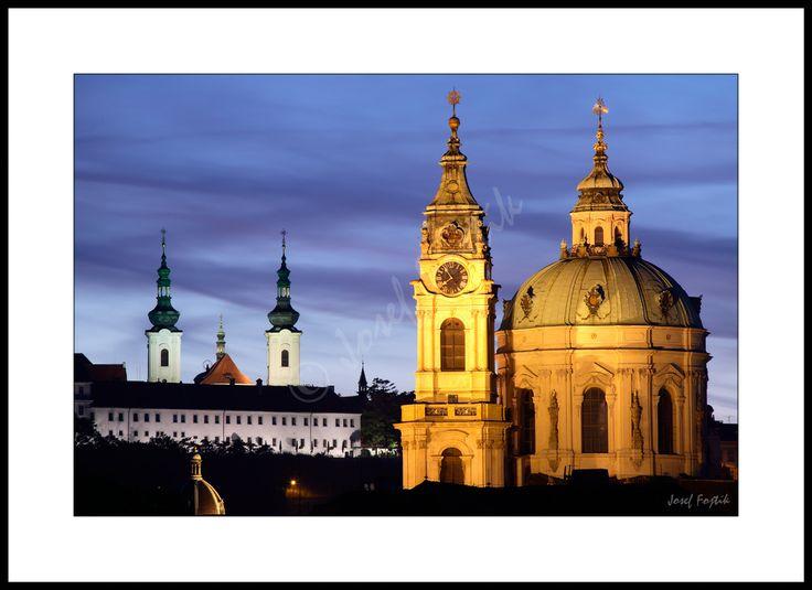 Fotoobraz - Kostel svatého Mikuláše na Malé Straně a Strahovský klášter, Praha, Česko. Foto: Josef Fojtík - www.fotoobrazarna.cz - https://www.facebook.com/Fotoobrazarna.cz?ref=hl