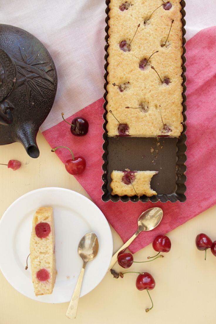 Moelleux cerise amande http://lalignegourmande.fr/recettes/gateaux-et-cakes/recette-du-moelleux-aux-cerises-et-amande/