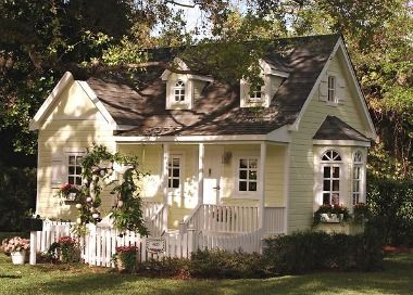 IT'S A PLAY HOUSE!!!!!! ARE YOU KIDDING ME? WOW! At first glance this home looks like the classic American dream, a sunny cottage with a white picket fence. But if you take a closer peek, you'll realize that things look, well, a little miniature. That's because this house is actually a custom luxury playhouse built by La Petite Maison. Can you imagine the extravagant tea parties that take place inside?: Yellow Cottages, Coral Gables, Dreams Houses, Cottages Playhouses, Yellow Houses, Pale, Plays Houses, White Picket Fence, Little Cottages
