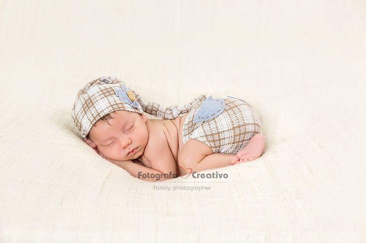 Vuoi un servizio fotografico per il tuo neonato? Servizio fotografico realizzato da un fotografo per neonati e bambini a Bari. Fotografo Neonato Bari, specializzati nella fotografia Newborn