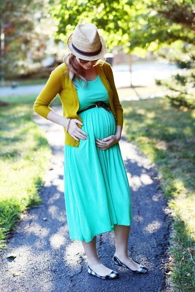 Great mix of colors and hat! Turquoise #maternity dress, belted.