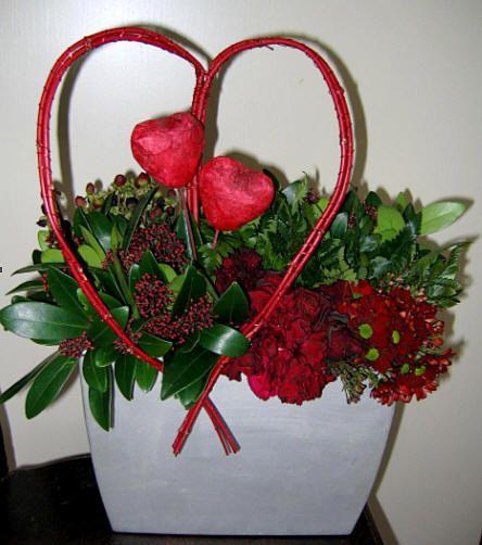 Een bloemstukje zelf maken voor jouw valentijn rode kornoelje, eenjarioge takken zonder veel zijtakken zijn het meest buigzaam