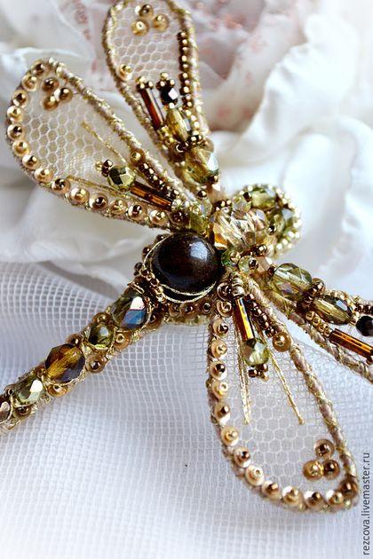 Купить Брошь - стрекоза - Вышивка бисером, ручная вышивка, брошь стрекоза, стрекоза, зеленый золотой