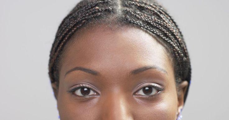 Cómo evitar que las trenzas de encrespen. Trenzas africanas, a la raíz o micro trenzas, cualquiera que sea su nombre, las trenzas al ras del cuero cabelludo son una moda atrevida para todos los tipos de cabello. Si te has hecho este tipo de trenzado, debes conocer la sensación de placer bien merecido por todo el esfuerzo, sin embargo, su verdadero éxito se luce después. Tu peinado recién ...