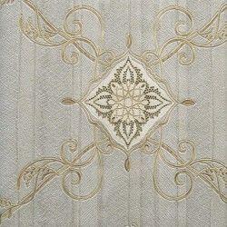 Diseño con formas de tipo barroco, en color gris y oro en este papel pintado de la colección Karat de Parati.