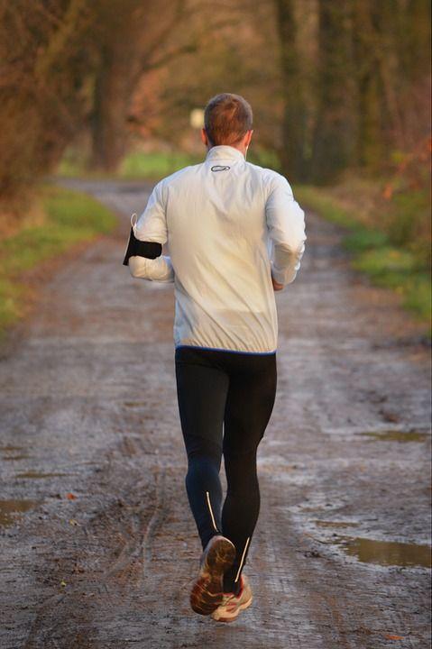 Już dzisiaj zajrzyj do oferty naszego sklepu.!! Odnajdziesz tutaj buty do biegania, ciepłe bluzy, koszulki, spodenki oraz inne akcesoria, które nie tylko uprzyjemnią, ale również urozmaicą codzienny jogging. W ofercie znalazły się propozycje przygotowane z myślą o wytrawnych sportowcach, jak również i tych, którzy dopiero rozpoczynają swoją przygodę z aktywnością fizyczną.