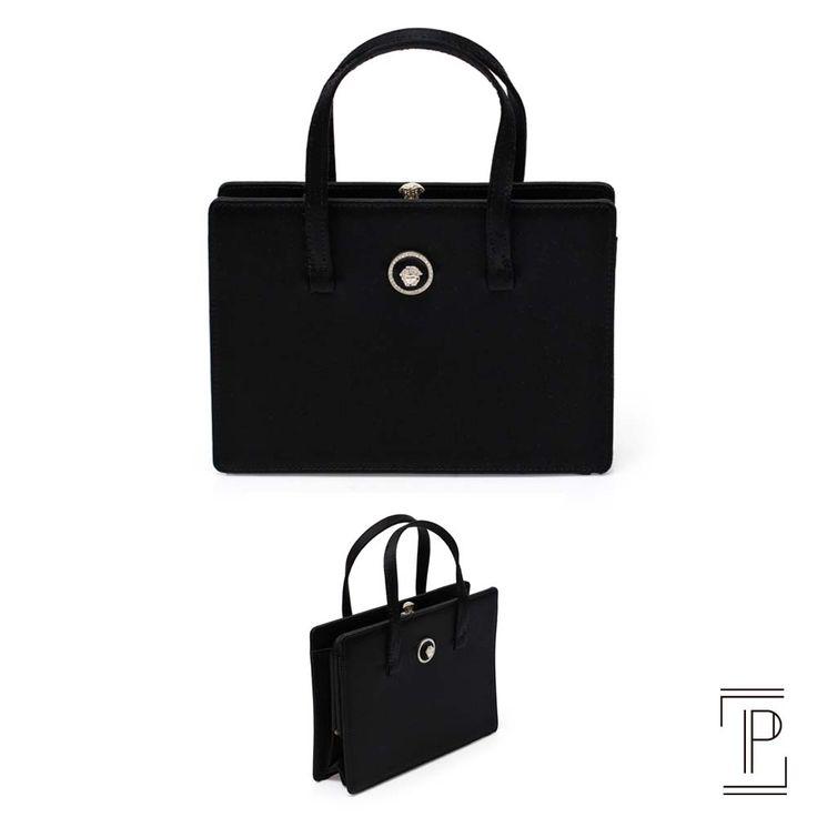 Versace clutch preta com alça em cetim