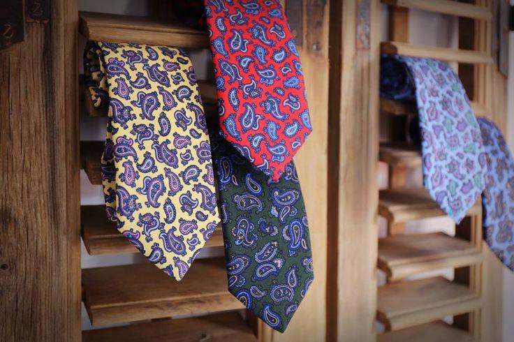 Corbatas seda estampado paisley #roja #azul #verde #amarillo #seda #paisley #corbata #hombre #moda #looks #knackmen