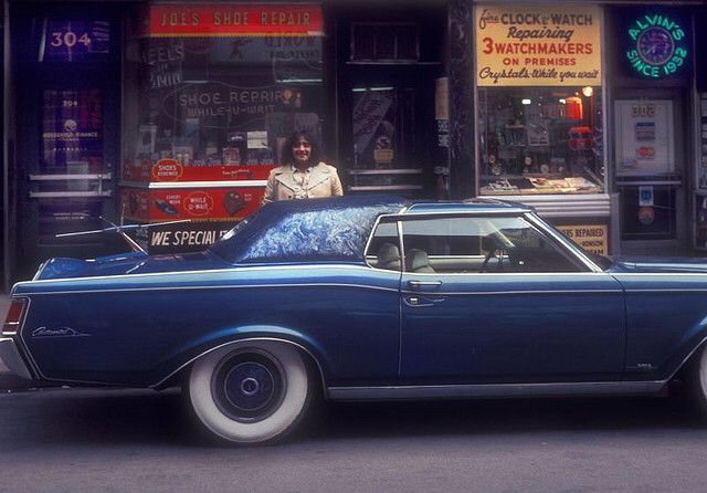 """Here we take a trip to the capital and look round the streets of London between 1976 and 1978. In this great set of photos we head up West to visit Oxford street, Shaftesbury Avenue and Regent Street, then it's off to Earls Court, Camden and Kensington.You may notice a film that was released at this time which would later take the world by storm – And we're not talking about Confessions of a Driving Instructor. Also look out for the Eros cinema where the classic horror film """"An American…"""