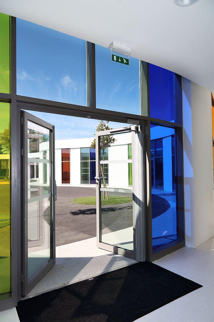 École Maternelle de Pompignac (33). Architecte co-traitants : Architecture Marc Ballay (33) - eYearchitectures (33) Entreprise : Richard (33) Photo : Patrick Loubet. Solutions WICONA utilisées : Portes WICSTYLE 65 Droits Réservés WICONA