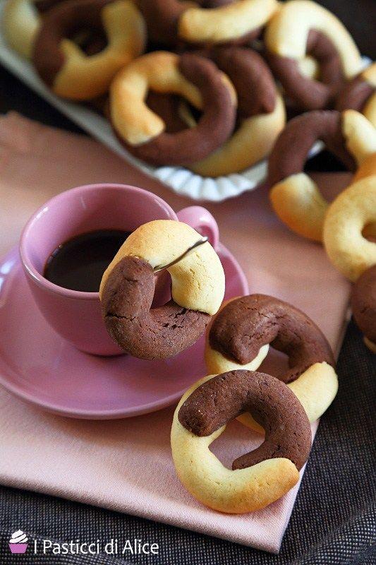 I Biscotti simil Abbracci sono deliziosi: provateli e non ve ne pentirete! La ricetta è semplice e veloce, da preparare per qualsiasi occasione!