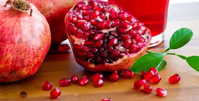 De pitjes van een granaatappel geven een gerecht altijd dat tikkeltje extra.Deze vrucht combineert bijvoorbeeld gemakkelijk in vleesgerechten, zoals met eend of rundsvlees. Maar ook het inmiddels gekende fruitontbijt van Pascale Naessensfleurt ze dikwijls op met die prachtig gekleurde pitjes.