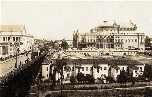 Com o projeto de Cláudio Rossi, as obras do Teatro Municipal foram iniciadas em 1903 e finalizadas em 1911