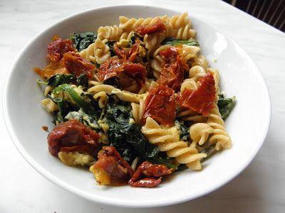 Fitness as a lifestyle ♥: Food Inspiration XXXII Celozrnné těstoviny, špenát, vajíčka, sušená rajčata