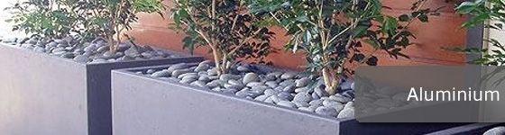 Deze plantenbakken worden vervaardigd uit 3mm aluminium. Aluminium is erg licht, sterk, slijtvast en bestendig tegen corrosie.  Leverbaar in alle RAL kleuren http://www.hettuinleven.com/c-2129436/aluminium/