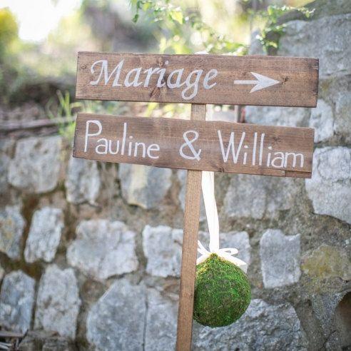 set de panneaux en bois à planter à personnaliser. French wooden wedding signs to be personalized.