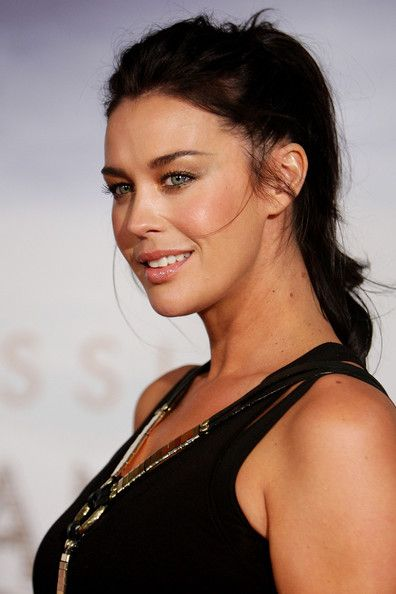 Megan Gale Ponytail - Megan Gale exuded a messy-glam vibe with this tousled ponytail at the 'Sex and the City 2' Sydney premiere.