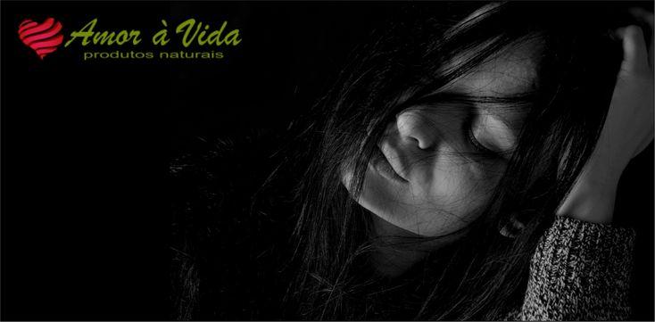 Como reconhecer a depressão? - http://amoravida.pt/como-reconhecer-a-depressao/ Depressão é uma perturbação psiquiátrica que tem alguns sintomas característicos, tal como, humor deprimido, falta de energia, dificuldade em dormir, falta de motivação, incapacidade de sentir prazer e até dor física. Nas depressões mais extremas, até as ideias de suicídio são uma constante prese...