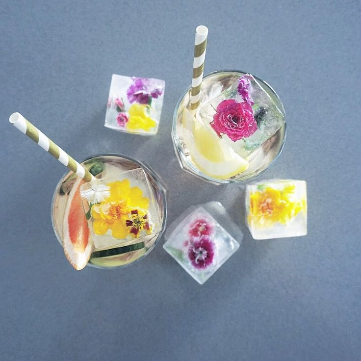Gin grapefruit bitters  Lillet Rosé and tonic. - Garnished with grapefruit  cucumber and flower ice cubes. - - - - - - - - -  Credit: @onedrinkaday  Comment below if You like this  Love to tag? Please do!  #bartendersball #bartendering #bartenderoftheyear #bartenderon #bartenderlife #bartenderstatus #bartender #bartenders #bartendersrock #bartenderskills