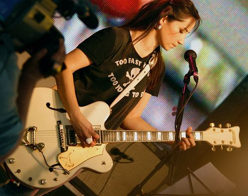 """KT Tunstall plays """"G"""" on her White Falcon."""