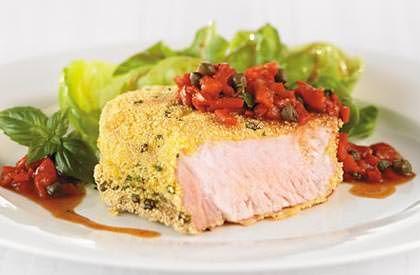 Le Steak de faux-filet en croûte de polenta et salsa de poivrons grillés, une autre façon de savourer le porc du Québec.