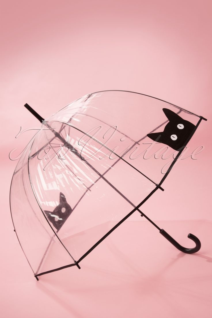 50s It's Raining Cats Transparent Dome Umbrella. Handig en stylish deze transparantekoepel paraplu, je ziet precies waar je loopt in de regen.Met deze leuke paraplu ben je nooit meer alleen in de regen! De paraplu bevat een zwart kunststof handvat. Het transparante scherm is gemaakt van waterdicht polyester met een klein zwart randje en heeft niet te vergeten een super leuke print van een zwart katje. Begint het opeens hard te regenen? Druk snel op de knop en *plop* je bent gered.&nbsp...