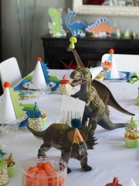 les 19 meilleures images du tableau anniversaire dinausores sur pinterest dinosaures f te. Black Bedroom Furniture Sets. Home Design Ideas