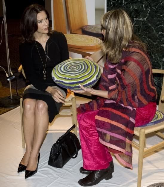 20 September 2007  At 15:20 crown princess Mary attended a conference at the Hilton hotel on sustainability in business life.  Her new bag was by Chloé--2007-09-20+New+York.+Long+%27Roxy+pendant%27+necklace+by+Marianne+Duhlong.jpg (549×624)