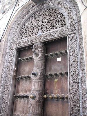 polis: doors  Zanzibar. -   Discourages leaning against doors