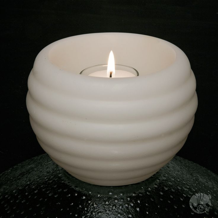 (http://www.candlefactorystore.com/floating-pool-candle-large-luminary-deco/)