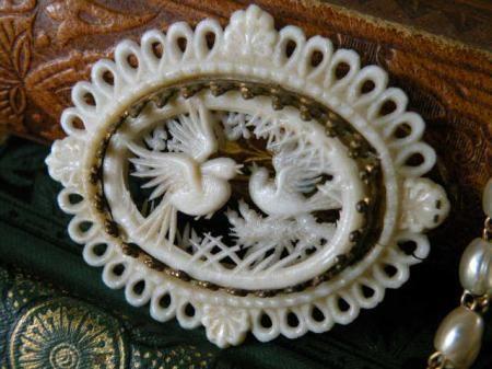 アンティーク 仏製 親鳥と雛 セルロイド透かしブローチ - Maiden's drawer