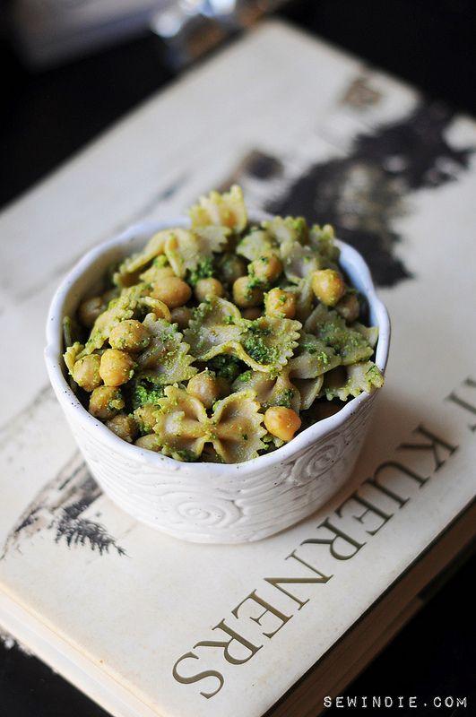 pesto pasta with chickpeasBowties Chickpeas, Fun Recipe, Pesto Pasta, Pesto Chickpeas, Chickpeas Pesto, Sewing Indie, Pesto Bowties, Chickpeas Pasta, Backyards Picnics