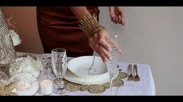 Trucco per apparecchiare la tavola di Natale con posate diverse #bonton #video #howto http://paperproject.it/rubriche/bon-ton/tavola-natalizia-bella-accogliente-per-tutti/