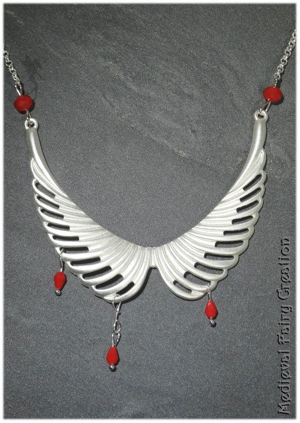 """Collier court """"Aigle de sang"""" argenté et verre rouge : Collier par medieval-fairy-creation"""